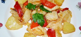 Cherne con cebollas y pimientos