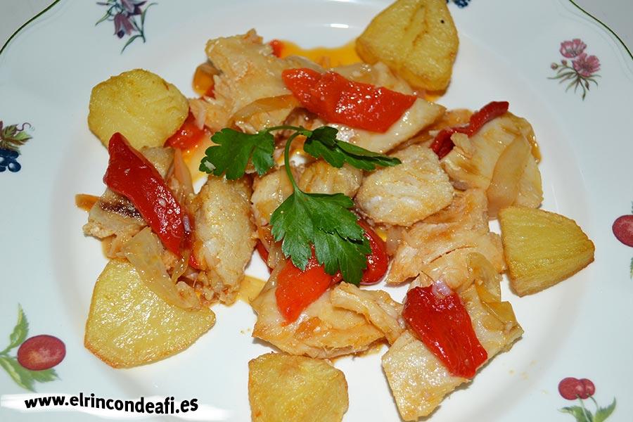 Cherne con pimientos y cebolla, sugerencia de presentación