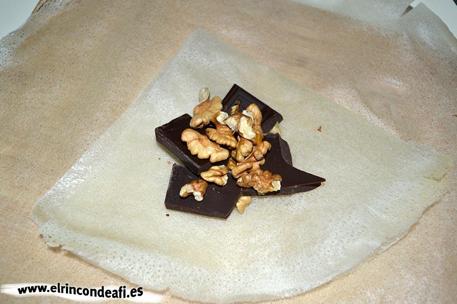 Paquetitos de chocolate y nueces, añadir las nueces