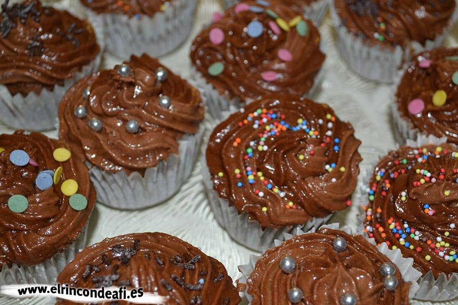 Cupcakes de chocolate, decorar