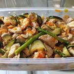 Tallarines con verduras, langostinos y cerdo al wok, de Nisa y Pedro