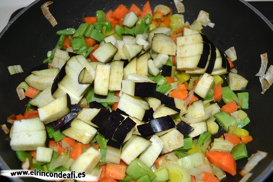 Lasaña de verduras, añadir la berenjena