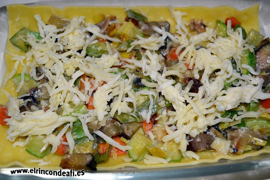 Lasaña de verduras, añadir el queso rallado