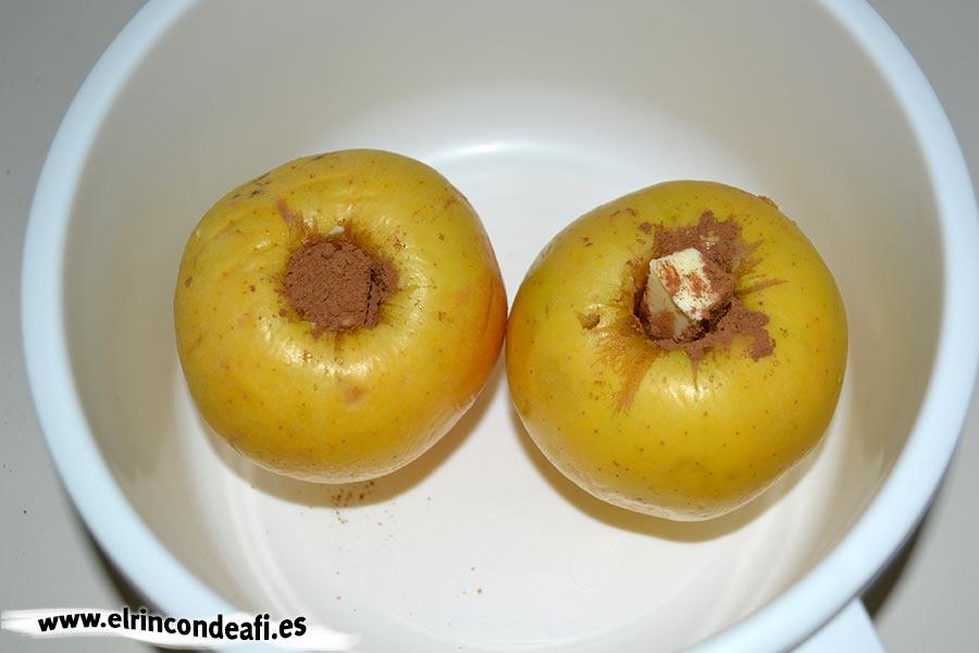 Manzanas asadas en microondas, meterlas en un recipiente para microondas