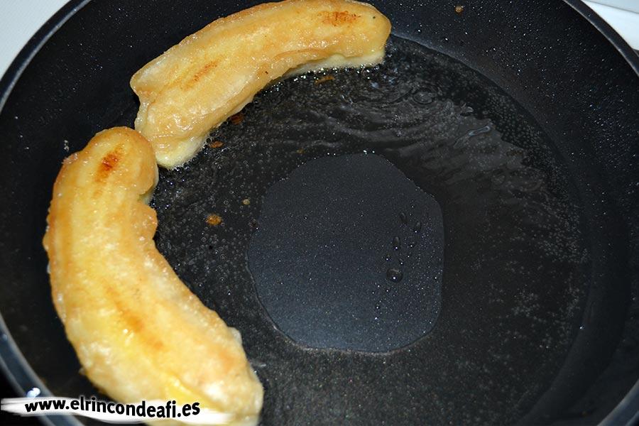 Plátanos en tempura, freír en aceite vegetal (en este caso, girasol)