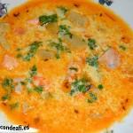 Sopa de pescado Kajsa con hinojo, tomate y azafrán