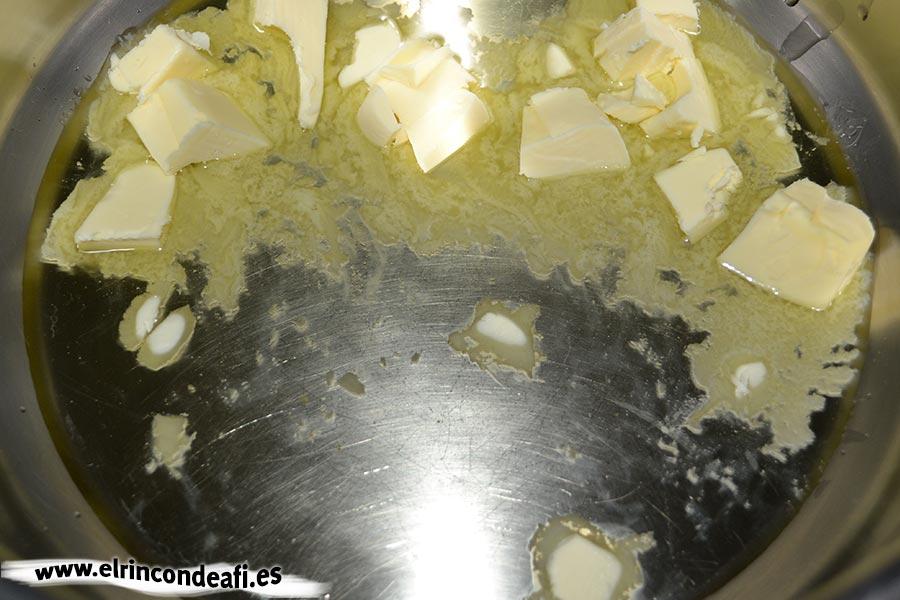 Sopa de pescado Kajsa con hinojo, tomate y azafrán, poner en una cacerola dos cucharadas de mantequilla
