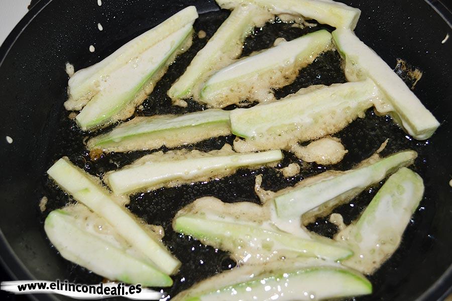 Verduras en tempura, luego los calabacinos.