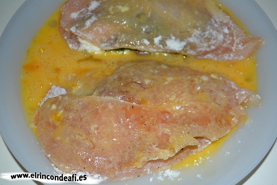 Pechugas rellenas de espárragos trigueros y queso, pasar por huevo