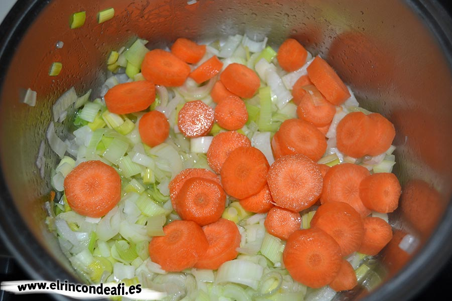 Porrusalda, añadir las zanahorias