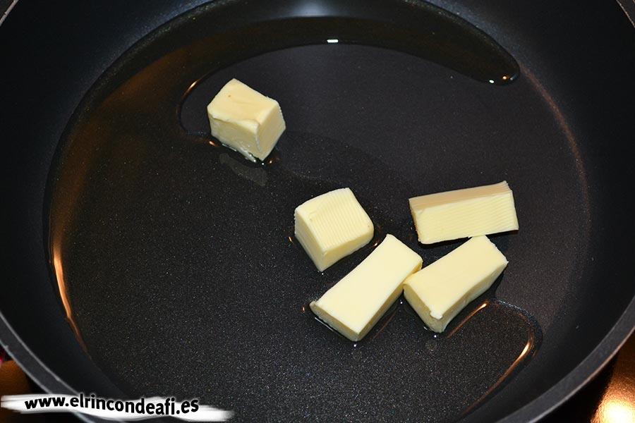 Arroz cántabro, derretir la mantequilla con aceite de oliva en una sartén