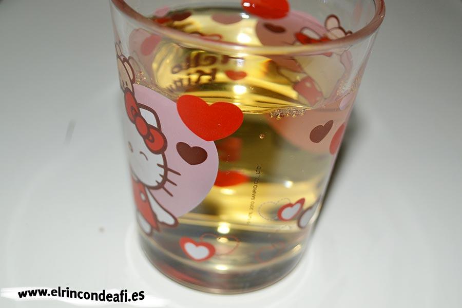 Habichuelas compuestas, añadir el vasito de vino blanco