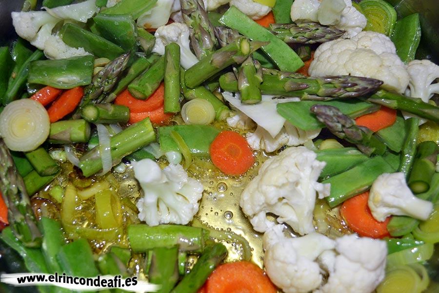 Pasta con verduras, añadir los espárragos trigueros