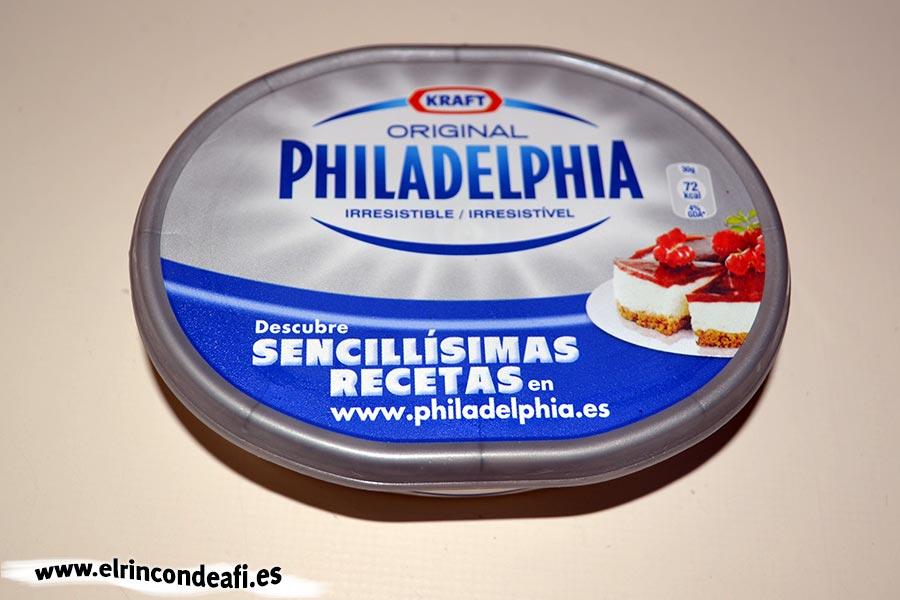 Tarta de Nocilla, queso Phidadelphia y avellanas, queso Phidadelphia a temperatura ambiente