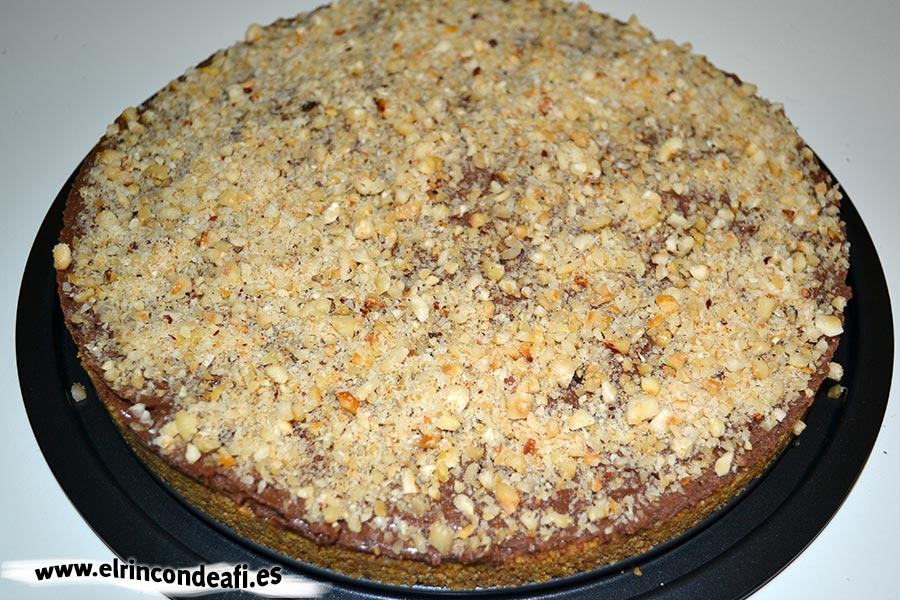 Tarta de Nocilla, queso Phidadelphia y avellanas, sugerencia de presentación