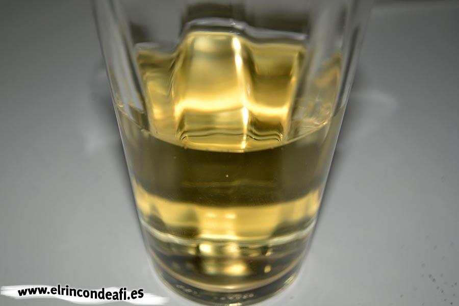 Guiso de pulpo, añadir el vino blanco