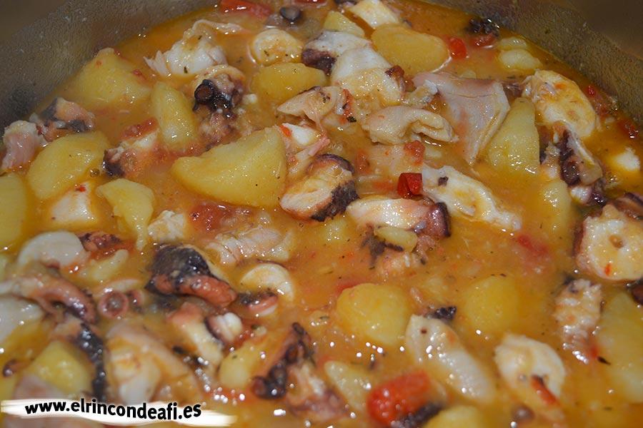 Guiso de pulpo, cocinar a fuego lento unos 10 minutos