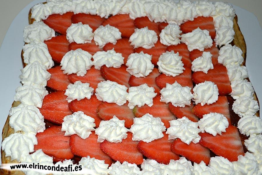 Hojaldre con fresas y nata, sugerencia de presentación