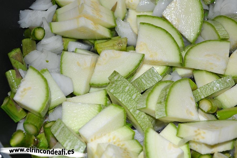 Hojaldre relleno de verduras, añadir los calabacinos