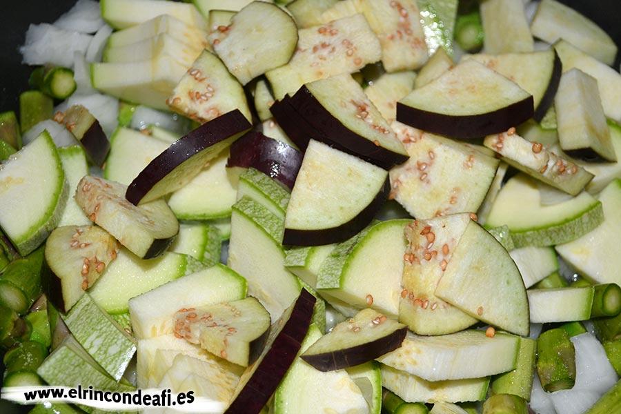 Hojaldre relleno de verduras, añadir la berenjena