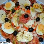Ensalada de mozzarella de búfala y palitos de cangrejo, sugerencia de presentación