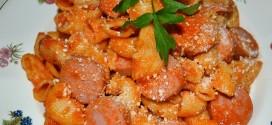 Macarrones con salchichas de frankfurt