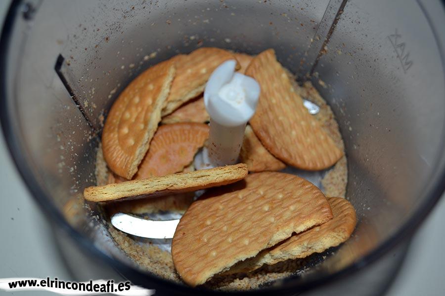Pudin de nueces, meter las galletas en el vaso triturador