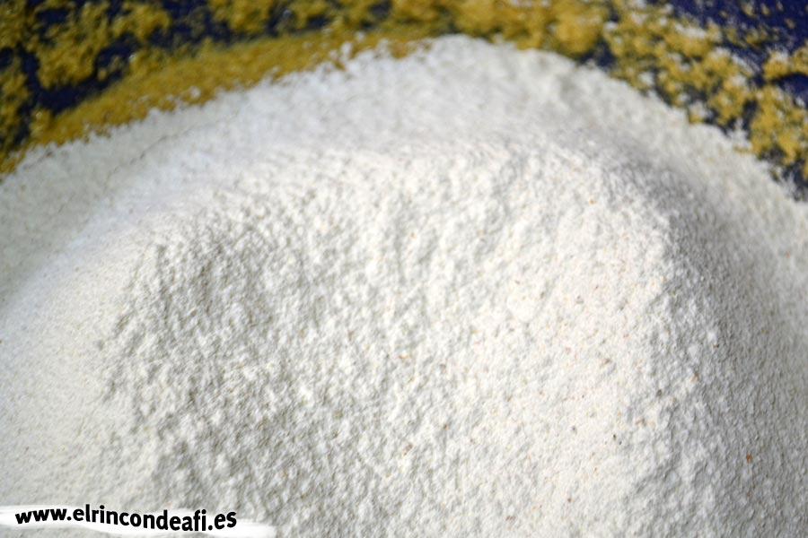 Queque de especias (Gewürzkuchen), tamizar la harina y la levadura y añadir