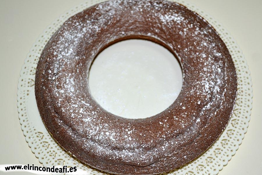 Queque de especias (Gewürzkuchen), una vez horneado y frío, espolvorear con azúcar glass