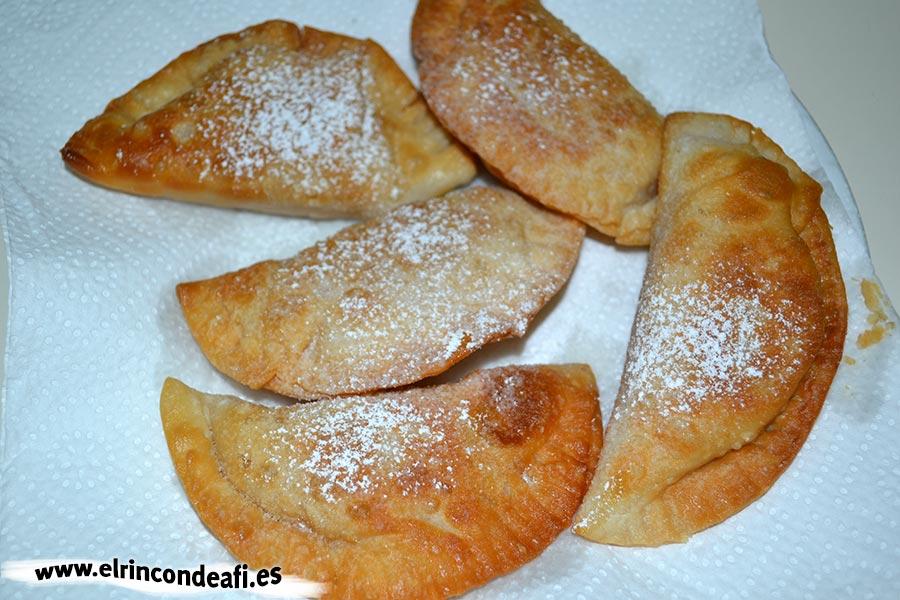 Truchas de batata, freír en aceite de girasol y poner sobre papel absorbente