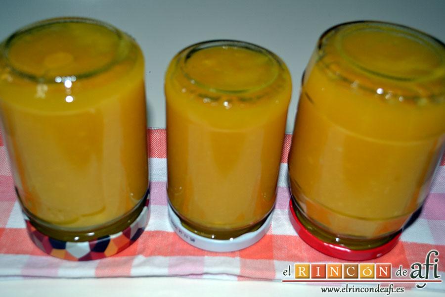 Mermelada de manga y pera, añadir el azúcar, rellenar los tarros, cerrar y poner boca abajo hasta que se enfríen para formar vacío