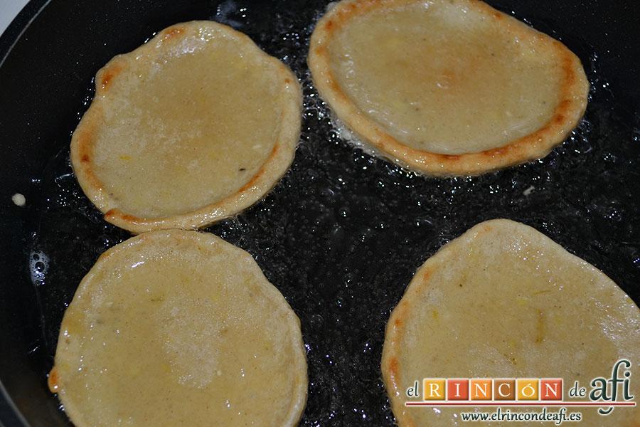 Tortitas de plátanos de Canarias, han de quedar doradas por ambas caras
