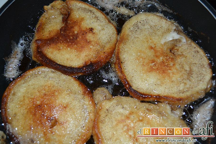 Tortitas de queso Ricotta y canela, dorar por ambas caras