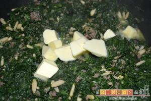 Croquetas de espinacas, jamón y piñones, añadir la mantequilla