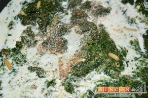 Croquetas de espinacas, jamón y piñones, añadir la nuez moscada, la sal y la pimienta