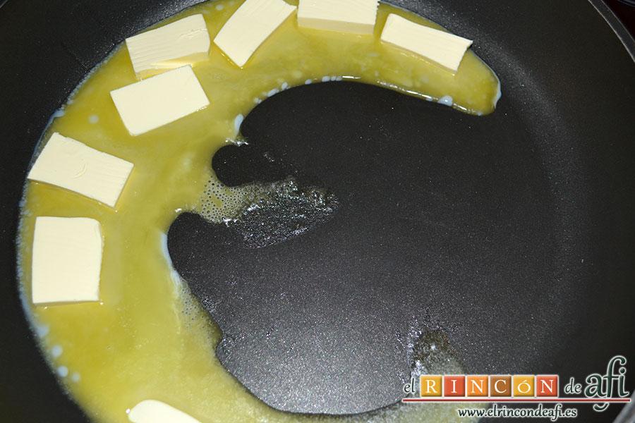 Manzanas al caramelo, derretir la mantequilla y reservar una nuez