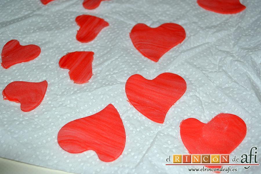 Tarta Red Velvet, formas decorativas de fondant