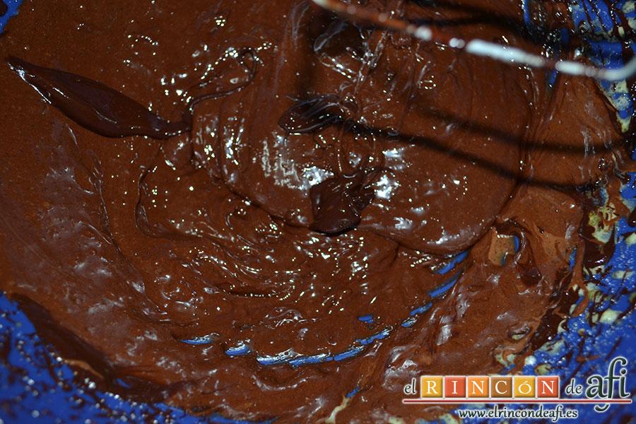 Corona de mousse de chocolate con queso, derretirlo a golpe de microondas