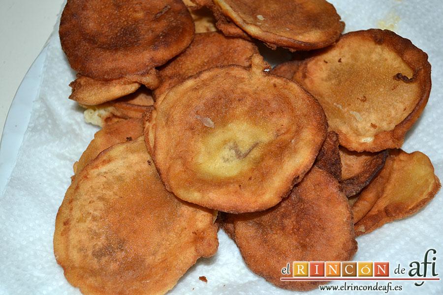 Tortitas de Carnaval de Gran Canaria, poner en papel absorbente