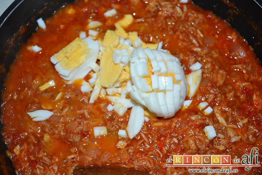Empanadillas de atún, añadir el huevo picado
