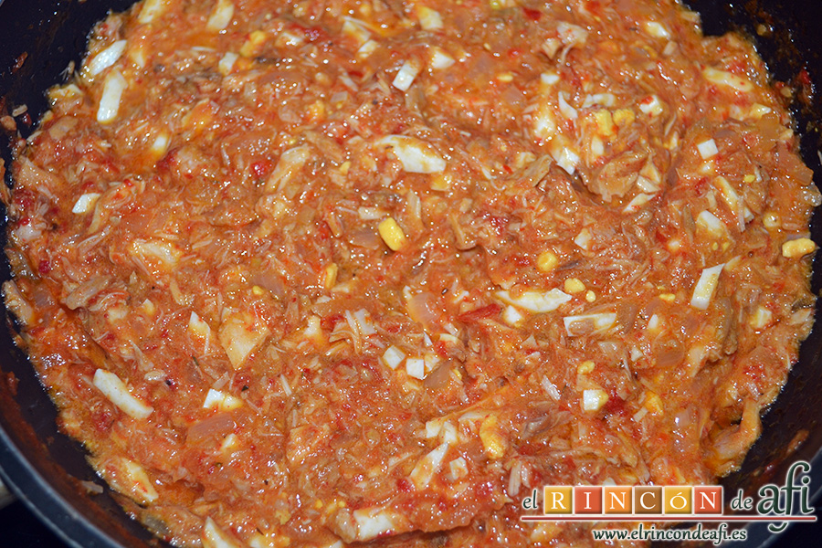 Empanadillas de atún, dejar que se cocine hasta obtener una pasta densa