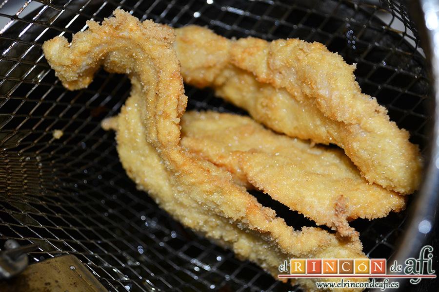 Mar y montaña de pollo y rabas de calamar, freír el pollo