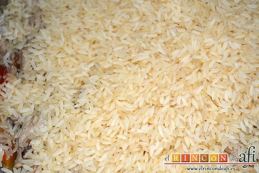 Arroz con verduras al dente, añadir el arroz