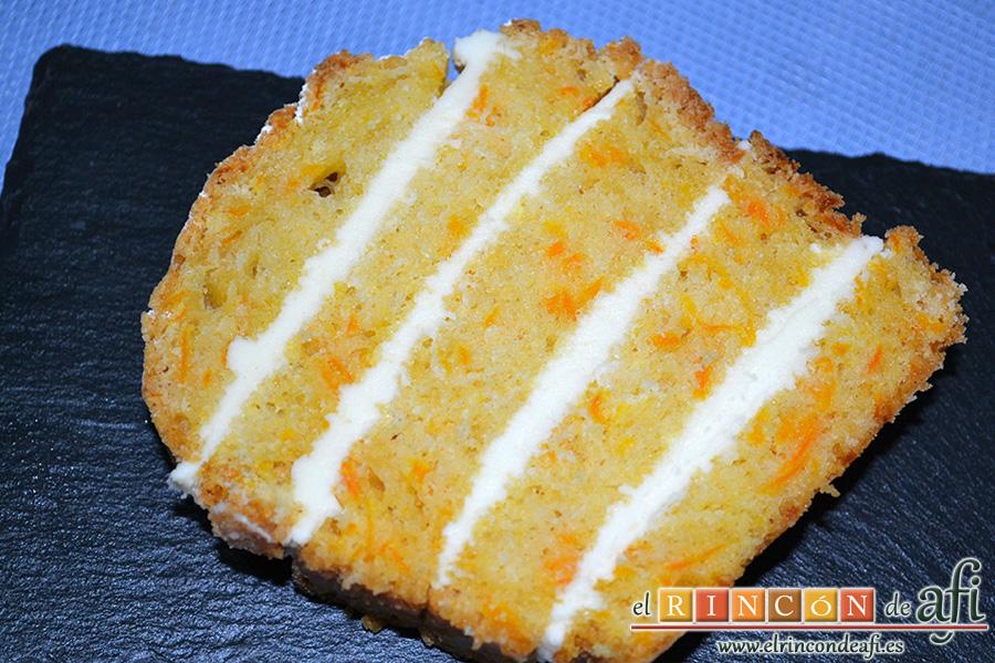 Bizcocho de zanahoria con frosting de queso