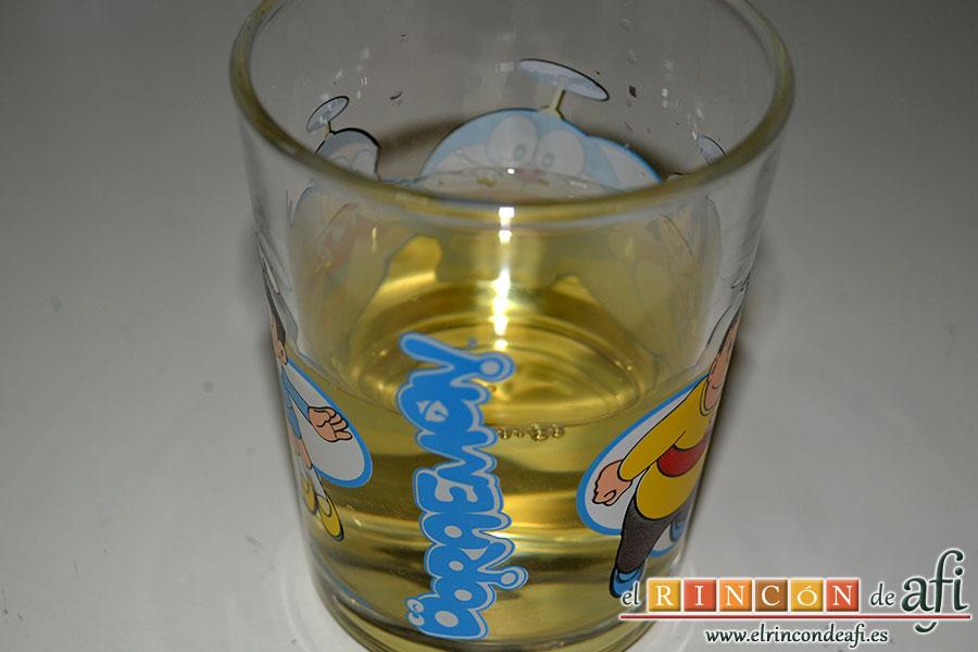 Chowder de almejas, poner en un caldero un vasito de vino blanco