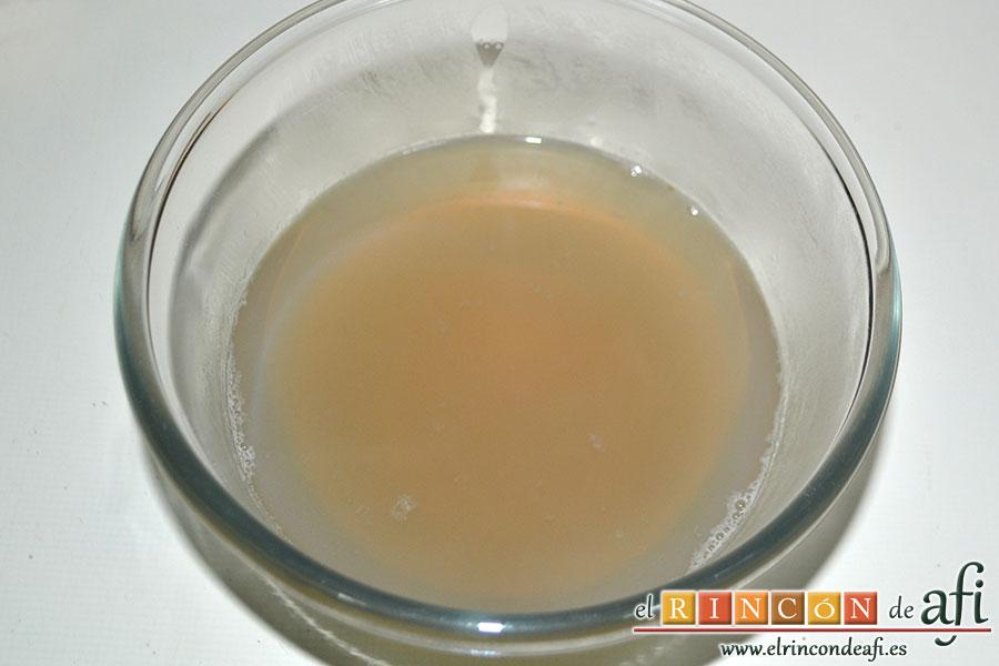 Chowder de almejas, reservar el caldo