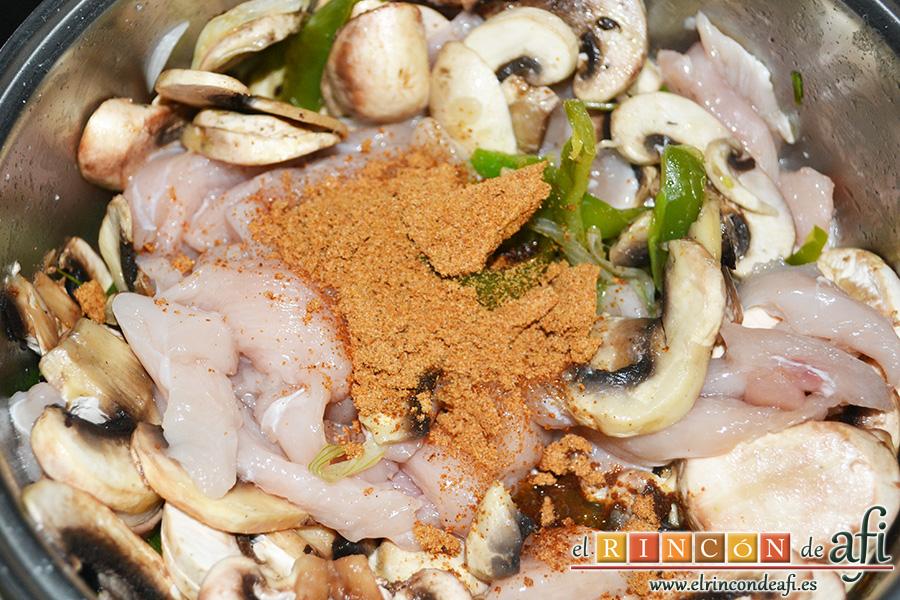 Fajitas de pollo y champiñones, añadir el sobre al refrito
