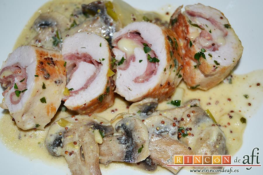 Pechuga de pavo rellena con bacon y mozzarella