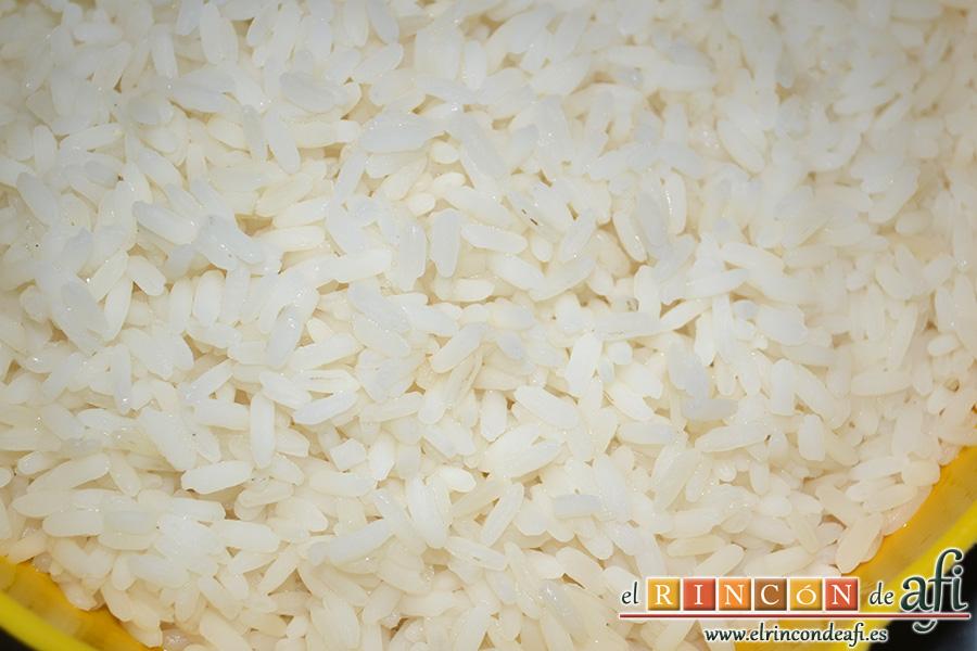 Solomillo de cerdo envuelto en bacon con arroz y setas, preparar arroz blanco