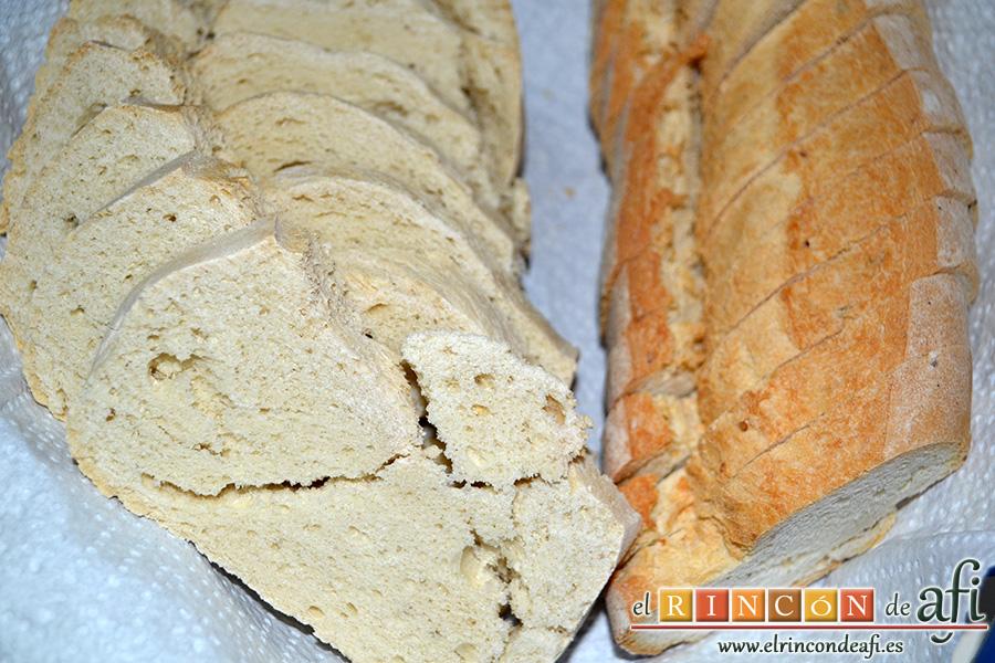 Sopa castellana, cortar el pan en rodajas y reservar